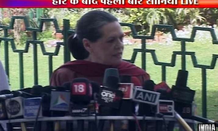 sonia gandhi says no question of changing pm