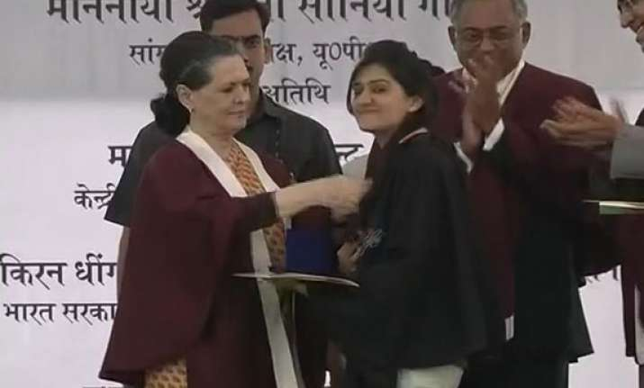 sonia gandhi s fashion tips to nift students