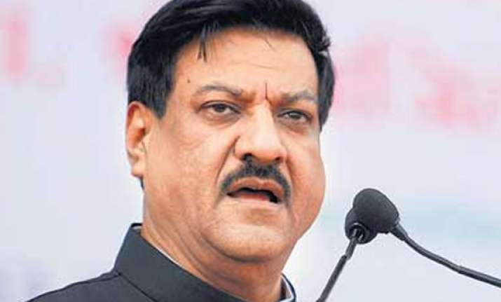 sonia pm briefed about mantralaya fire says chavan