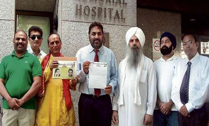 sonia supporters pray outside new york hospital
