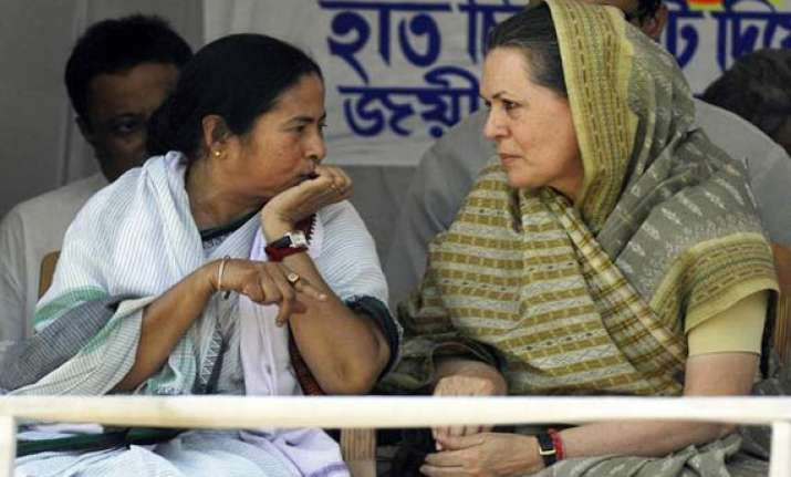 cong in two minds on joining mamata led government