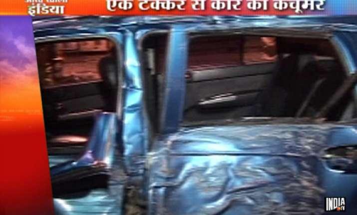 speeding car in mumbai hits tree divider 7 injured