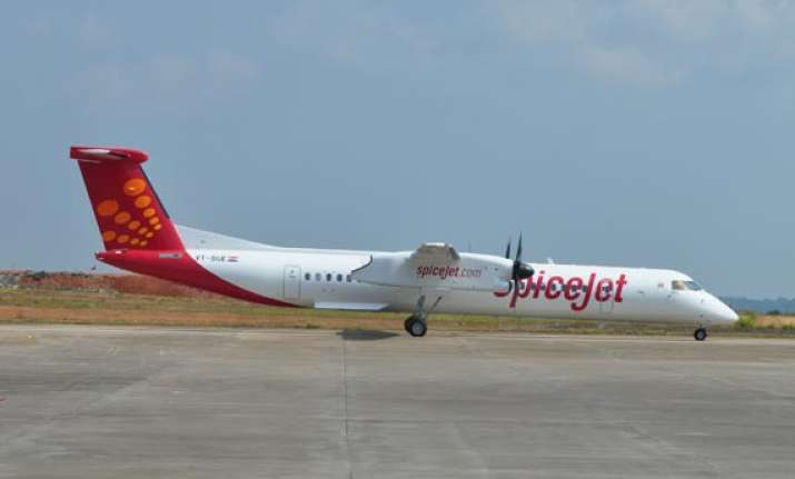 spicejet flight grounded after landing gear snag