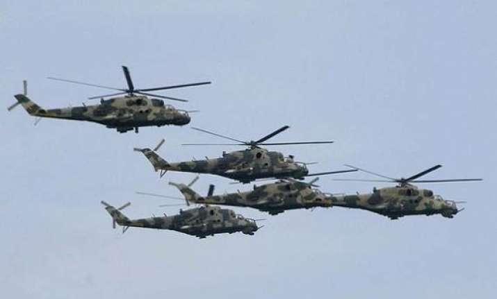 sri lankan air force plane makes emergency landing