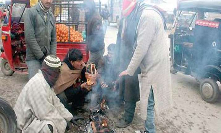 srinagar shivers at minus 0.3 deg celsius