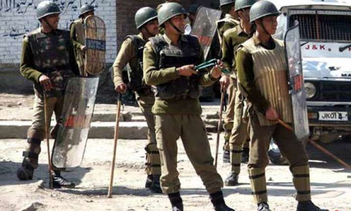 stone pelters on bikes attack kashmir police station