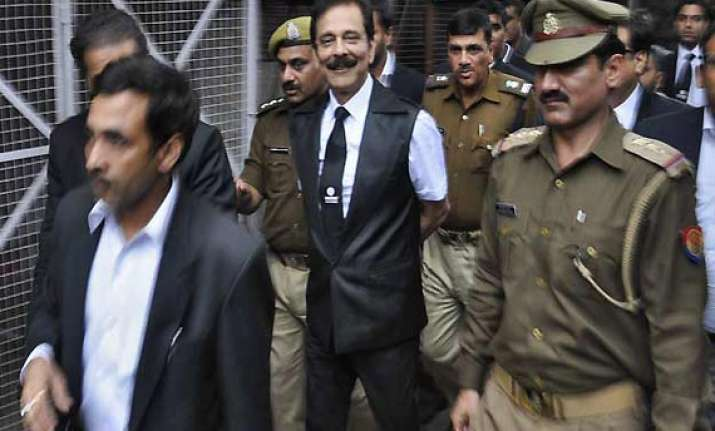 sc orders subrata roy to pay rs 10 000 core to get interim