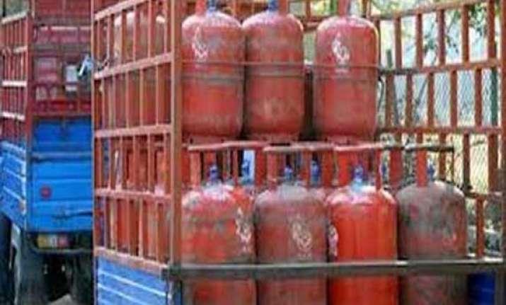 subsidised lpg cylinders to be delinked from aadhaar in hp