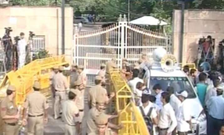 surprise check by bomb squad at tihar before anna s release