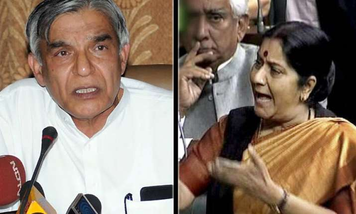 sushma says govt short of numbers bansal denies