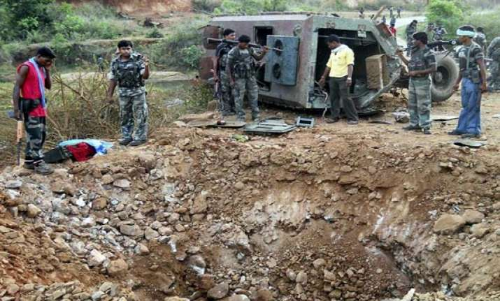suspected maoists blow up house torch vehicles