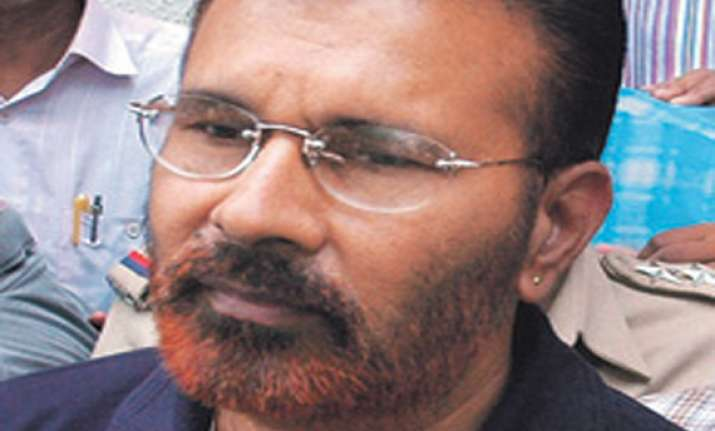 suspended ips officer d g vanzara admitted in hospital