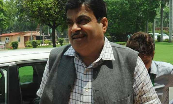 swachh bharat to be executed in mission mode says nitin