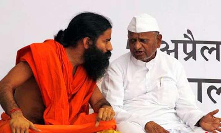 swami ramdev joins protesters at jantar mantar