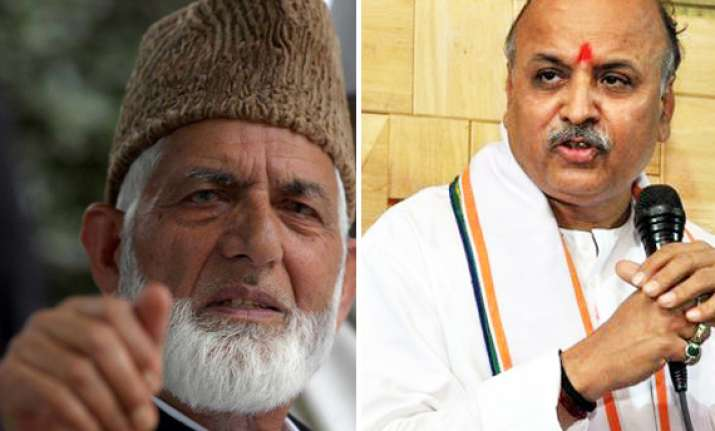 syed ali shah geelani demands arrest of praveen togadia for