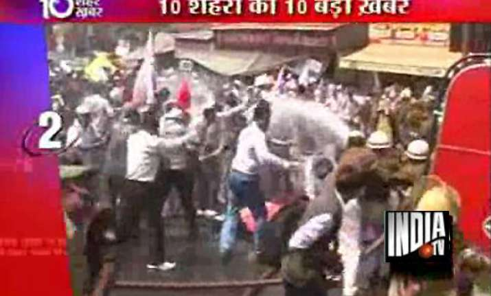 tet aspirants lathicharged in lucknow