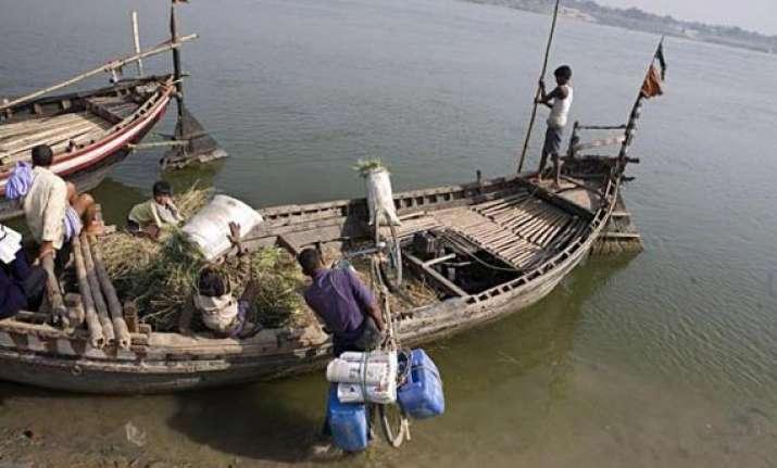 35 tn fishermen arrested by lankan navy