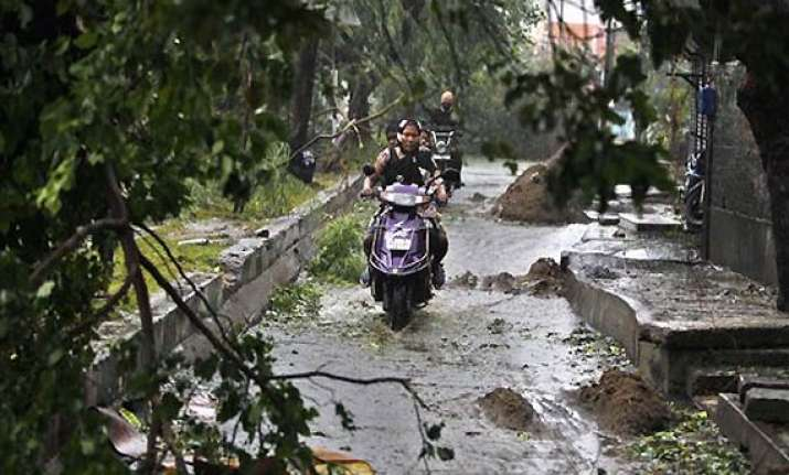 tn puducherry cyclone toll reaches 42