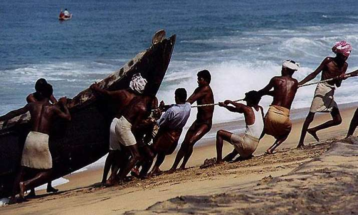 17 tamil nadu fishermen attacked by lankan boatmen