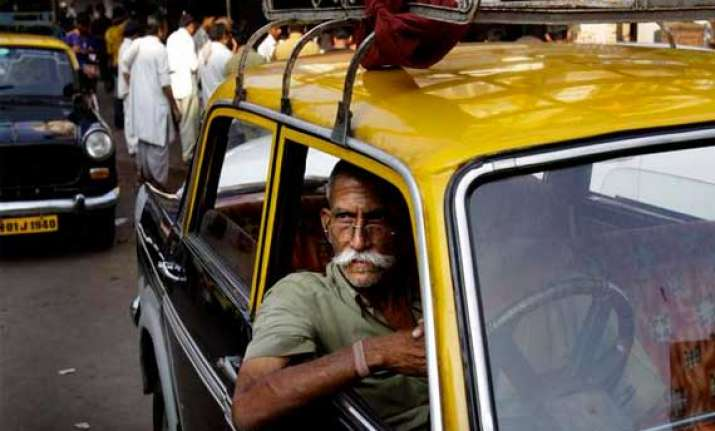 taxi drivers encroach over 100 cr worth sda land