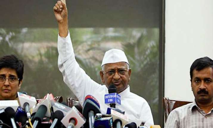 team anna attacks govt says new lokpal bill unacceptable