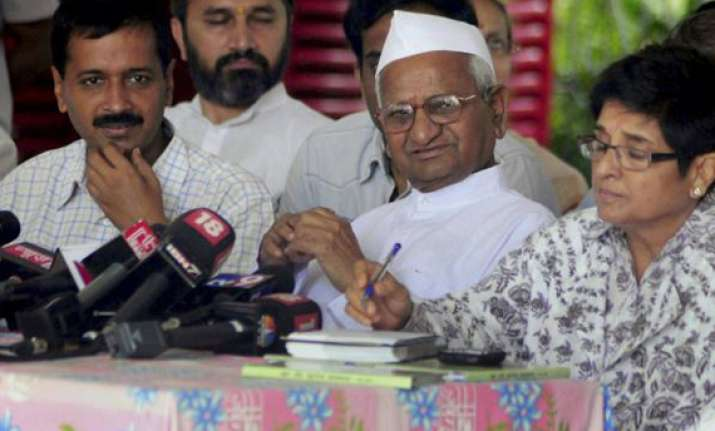 team anna core committee to meet in delhi