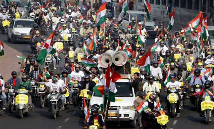team anna holds rally wants to hear cong high command
