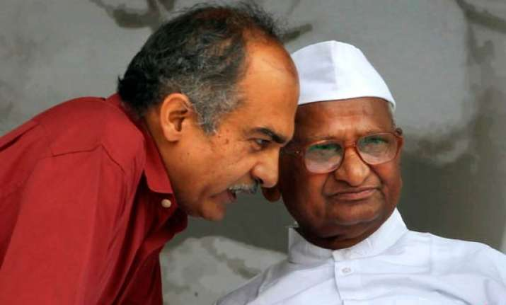 team anna wants special parliament session to pass lokpal
