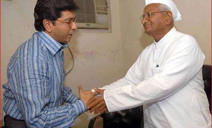 team anna divided over raj hazare praises mns chief
