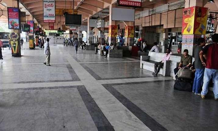 telangana shutdown begins in seemandhra against the decision
