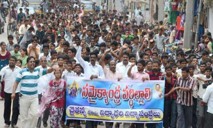telangana united andhra supporters step up protests