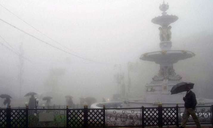 temperature hits zero degree in ooty white carpet over 10