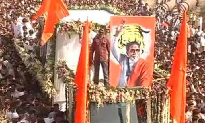 thackeray s cremation marks a first for mumbai