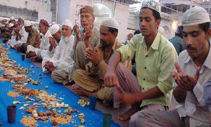 thousands of flood victims observe ramadan fast