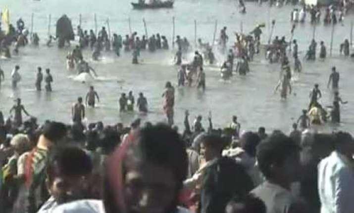 thousands take holy dip at prayag on magh poornima
