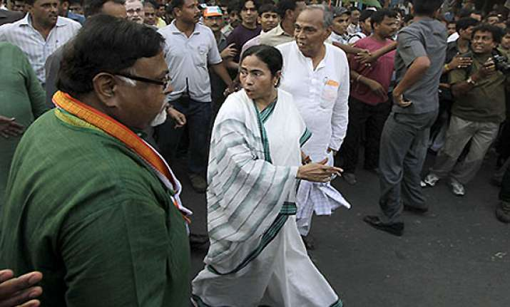 thousands march with mamata in kolkata against illicit
