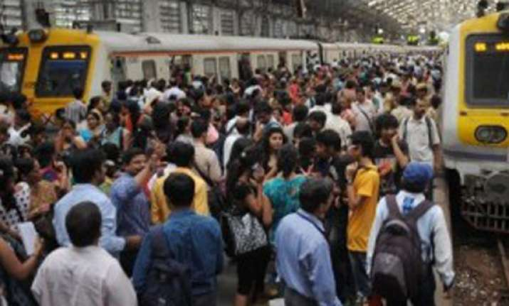 thousands stranded as signals fail on mumbai suburban