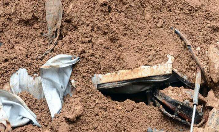 three killed in wall collapse in hyderabad