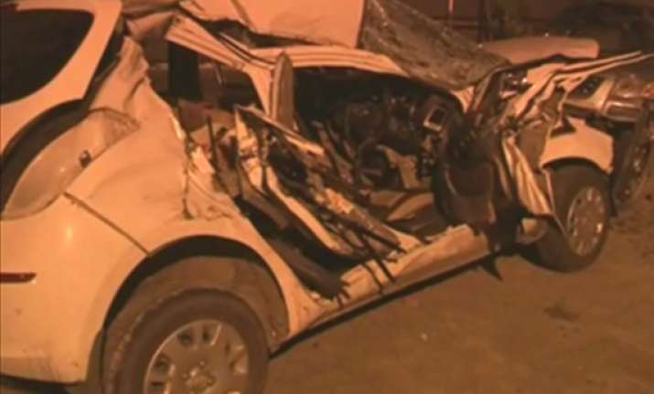three of a delhi family killed in car truck collision on