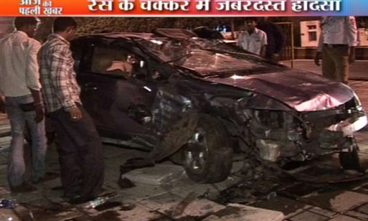 three injured in car racing in mumbai