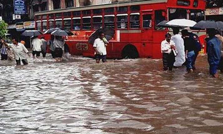 traffic snarls waterlogging in mumbai due to heavy rains