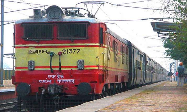 train passengers looted in up