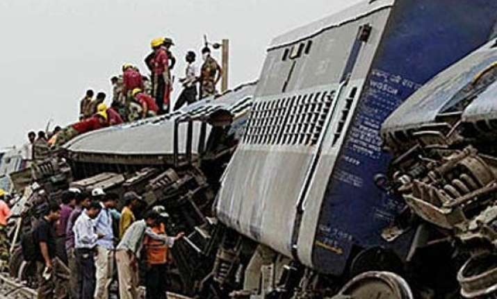 40 injured in train collision in north bengal