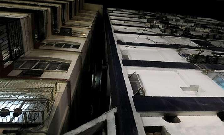 tremors in kolkata buildings develop cracks