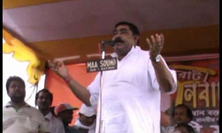 trinamool leader mondal asks partymen to hurl bomb at