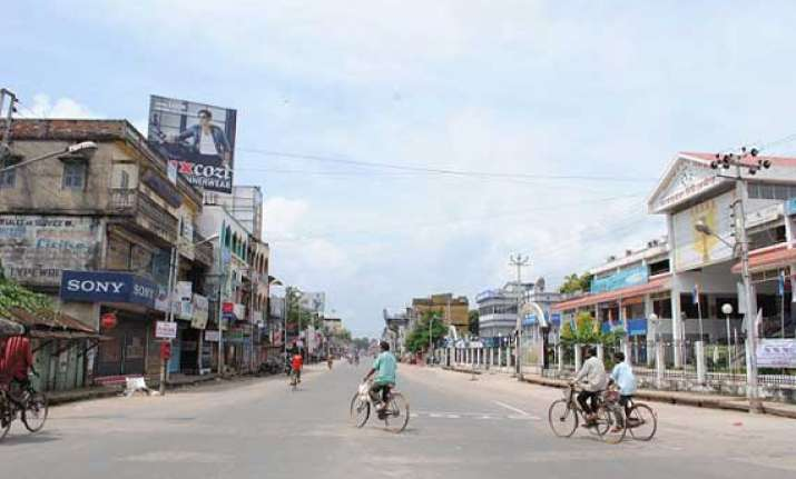 tripura bandh evokes mixed response