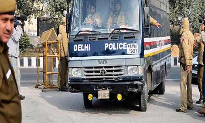 two delhi police personnel dismissed for rape attempt