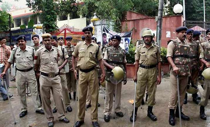 two delhi cops held for rs.3 lakh extortion