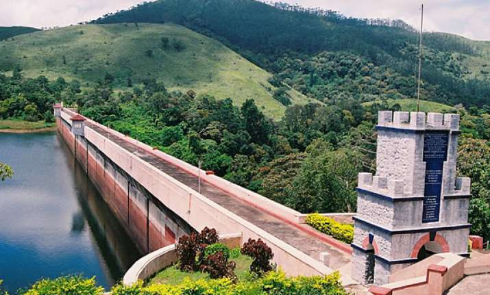 two kerala ministers hold fast over mullaperiyar dam issue