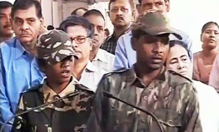 two maoists surrender before mamata in writers building